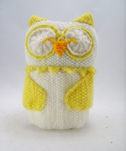 owl toilet roll cover knitting pattern in white and yellow double knitting