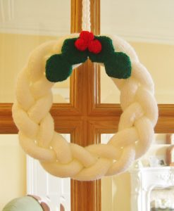 Knitted-Christmas-Wreath