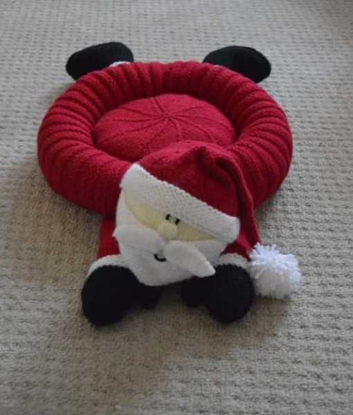 Knitting Patterns For Pet Beds : Santa Snuggler Pet Bed   Knitting by Post