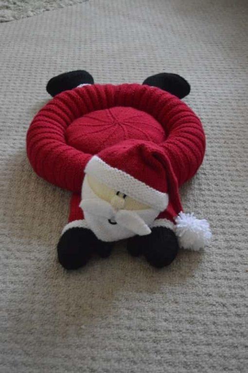 Santa Snuggler Pet Bed Knitting Pattern