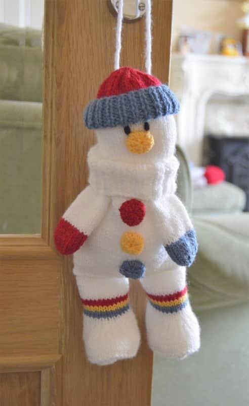 Snowman baggles gift bag knitting pattern with drawstring