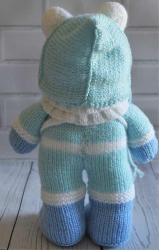 Festive Friends – Winter Bear – Knitting by Post
