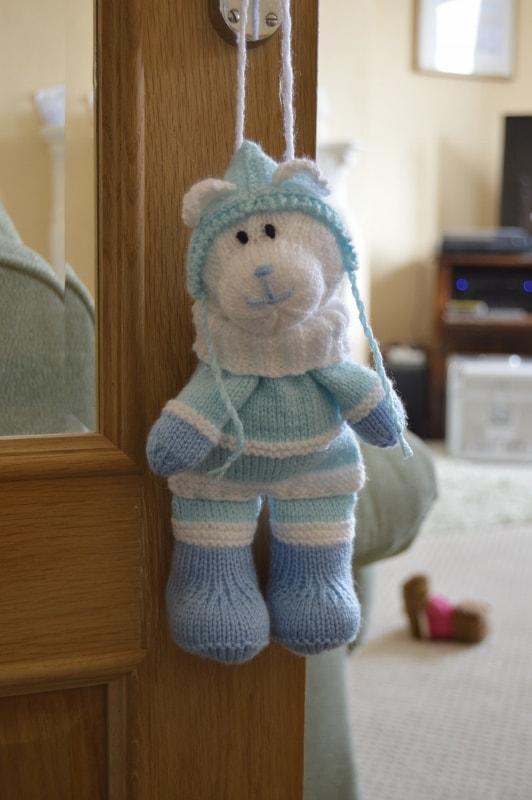 Angel Bear Knitting Pattern : Winter Bear Baggles Gift Bag   Knitting by Post