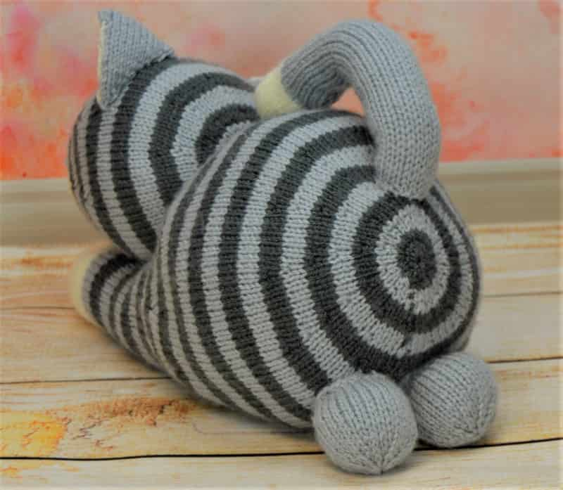 Playful Cat – Knitting by Post