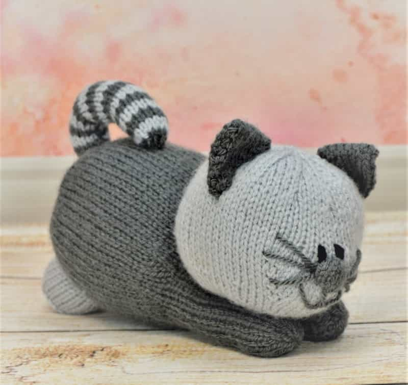 Cat Design Knitting Pattern : Playful Kitten   Knitting by Post