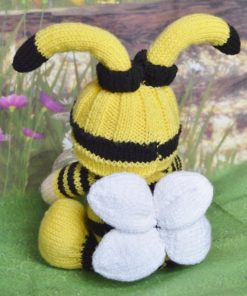 knitted bee pattern