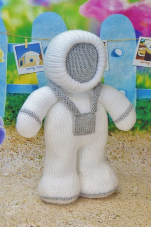 knitted astronaut pattern