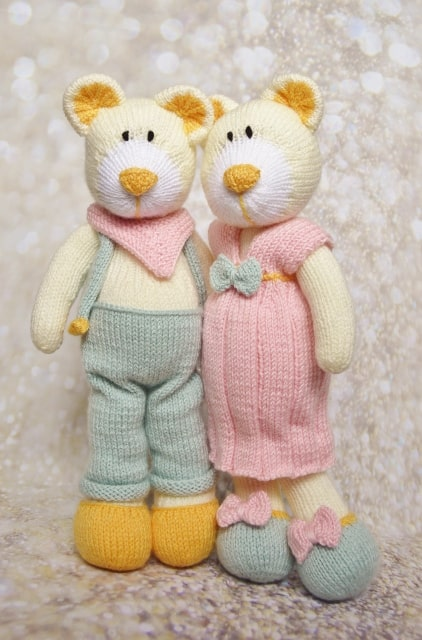 Two knitted bears pattern