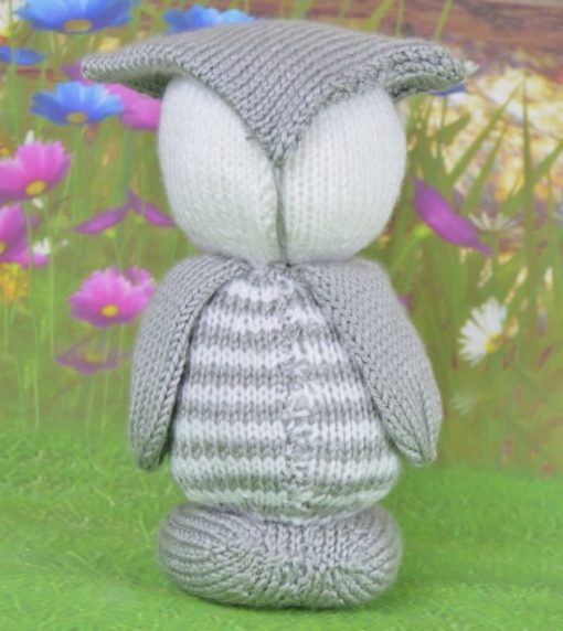 back of twoo the owl knitting pattern in grey and white