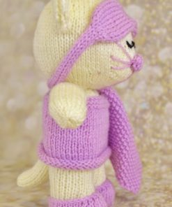 sleeping cat knittingpattern in cream and pink